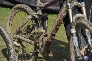 best tips to clean a dirty bicycle - basic bicycle maintenance - a bike wash